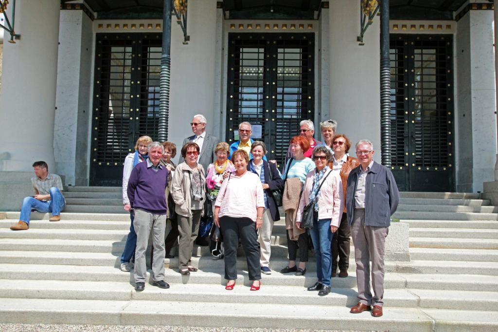 Besuch des Club 60 plus in der Otto Wagner-Kirche am Steinhof.