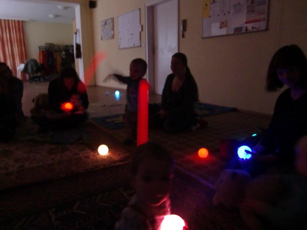 Die ELKI(ElternKind)-Runde startet leuchtend bunt ins neue Jahr