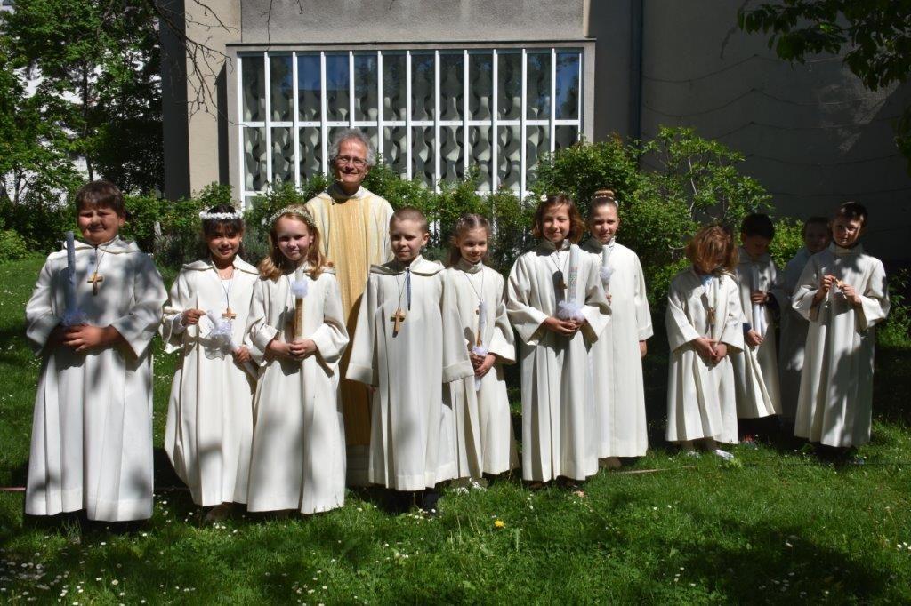 Gruppenfoto mit Pfarrer