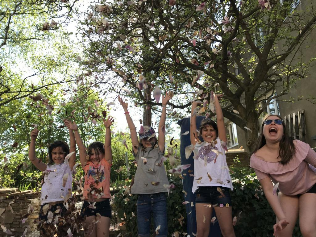 Kinderchor – Singen im Magnolienblütenregen und Eis essen