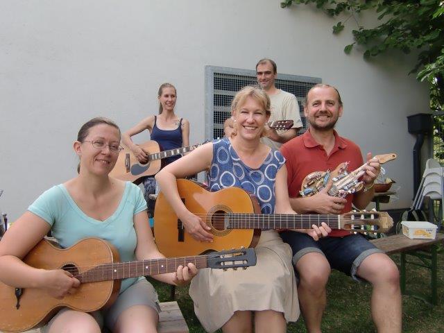 Gitarrencafè beim Pfarrwiesenfest und letztes Treffen vor dem Sommer!