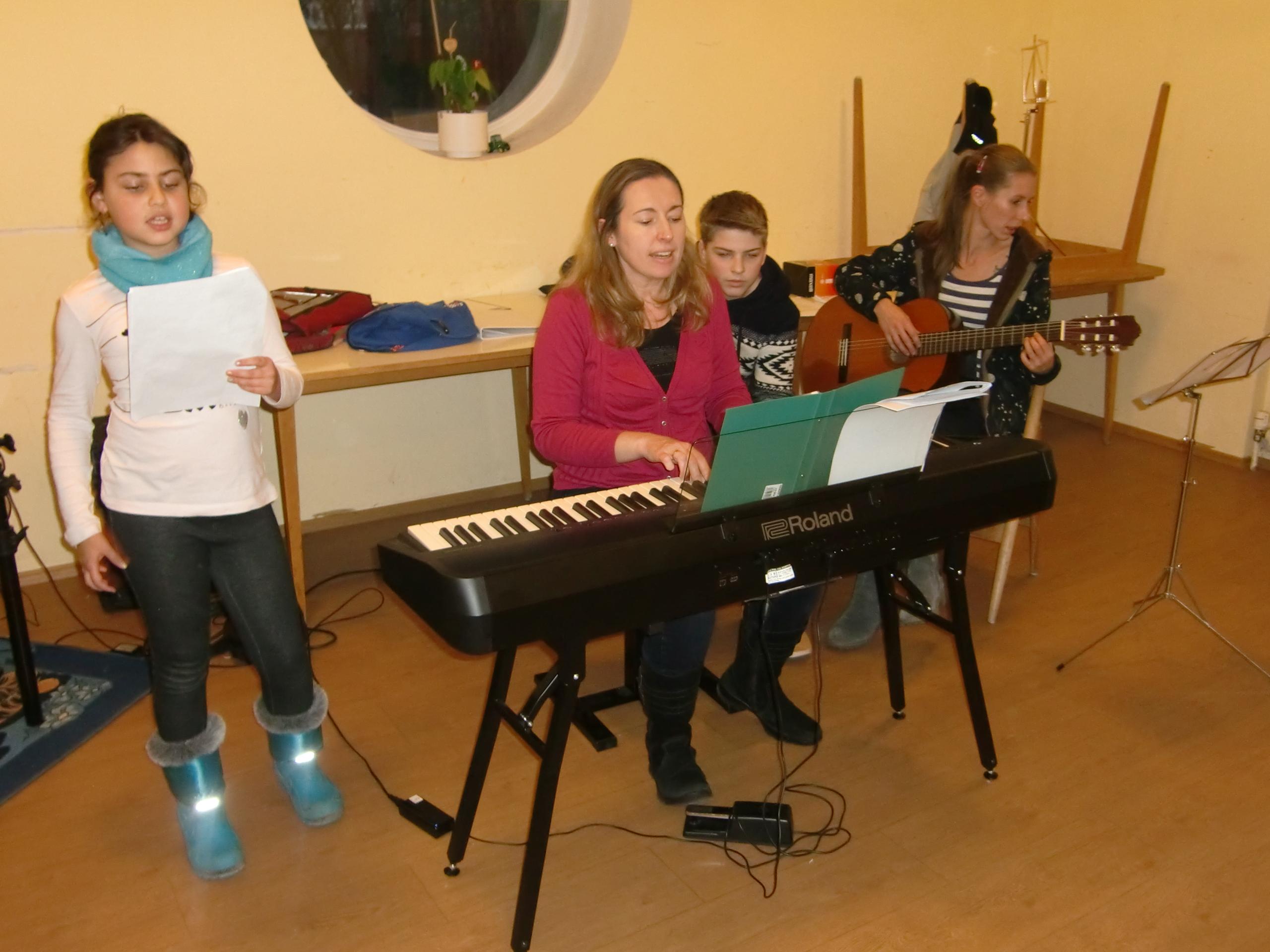 Fleißige Proben für das musikalische Krippenspiel am 24. Dezember um 16.00 Uhr
