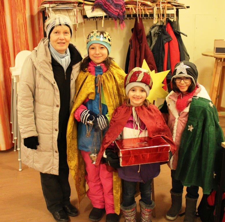 Unsere SternsingerInnen trotzten singend dem unfreundlichen Wetter, brachten Segen und sammelten Geld für die Dreikönigsaktion