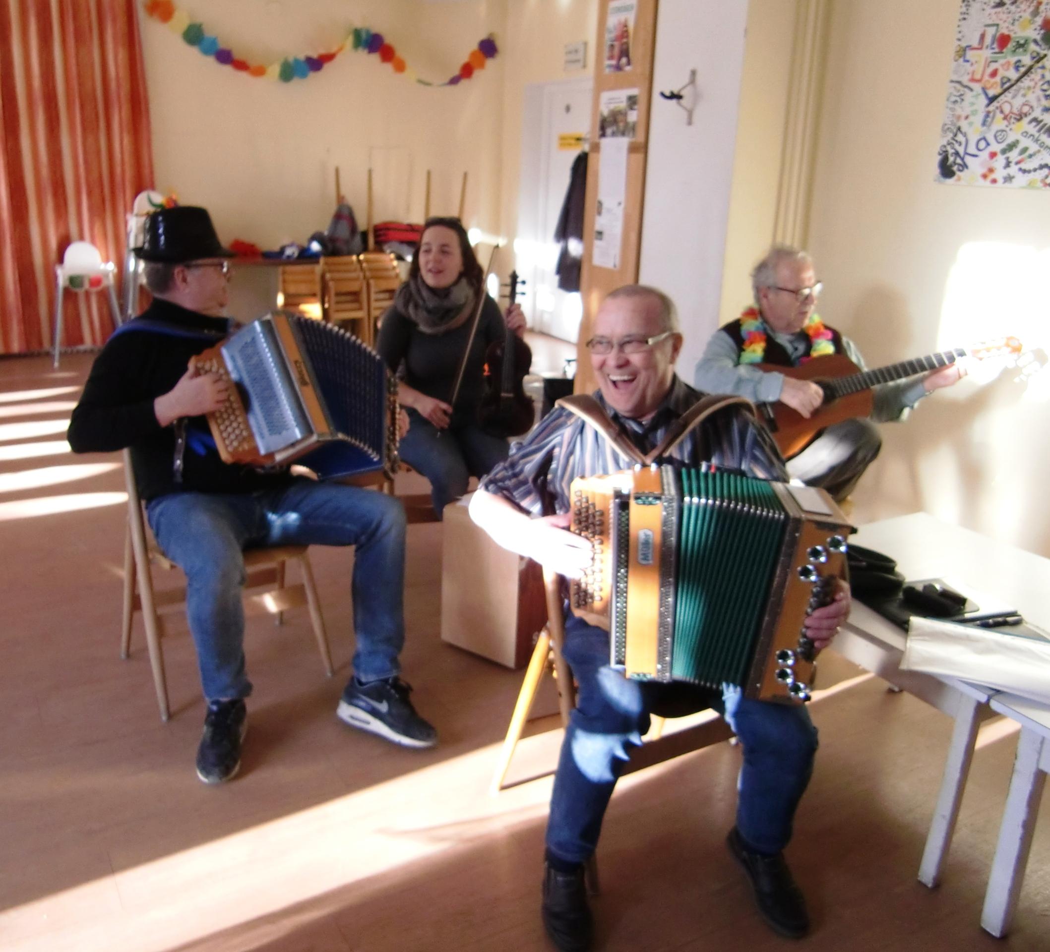 Faschingsfest im Seniorenclub mit Live-Musik!