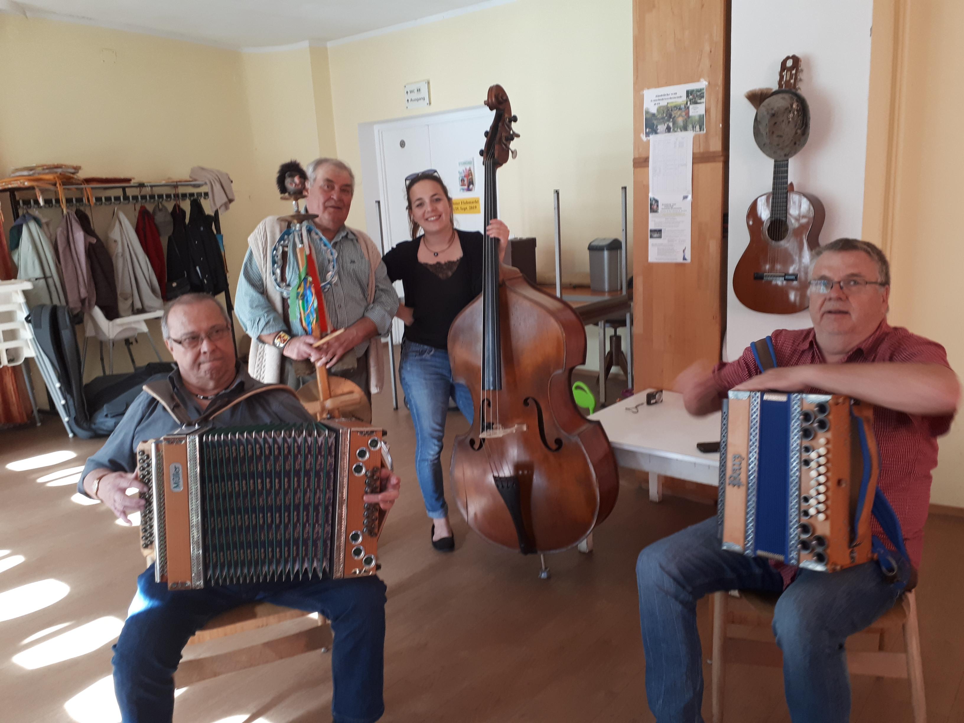 """Ostertanz im Seniorenclub mit den """"Steirischen"""""""