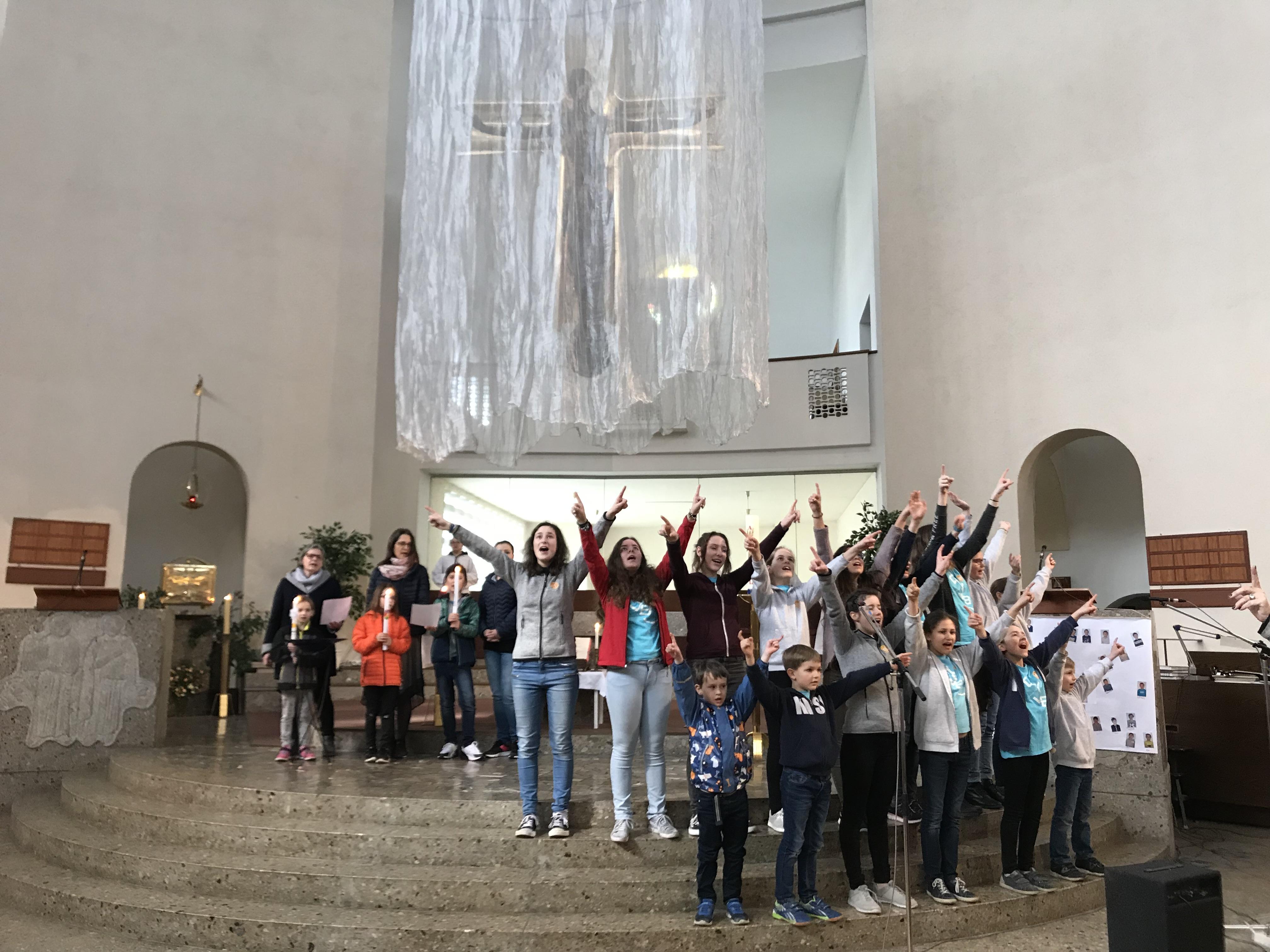 Besuch von KISI-Kids und Tauferneuerung am 5. Fastensonntag