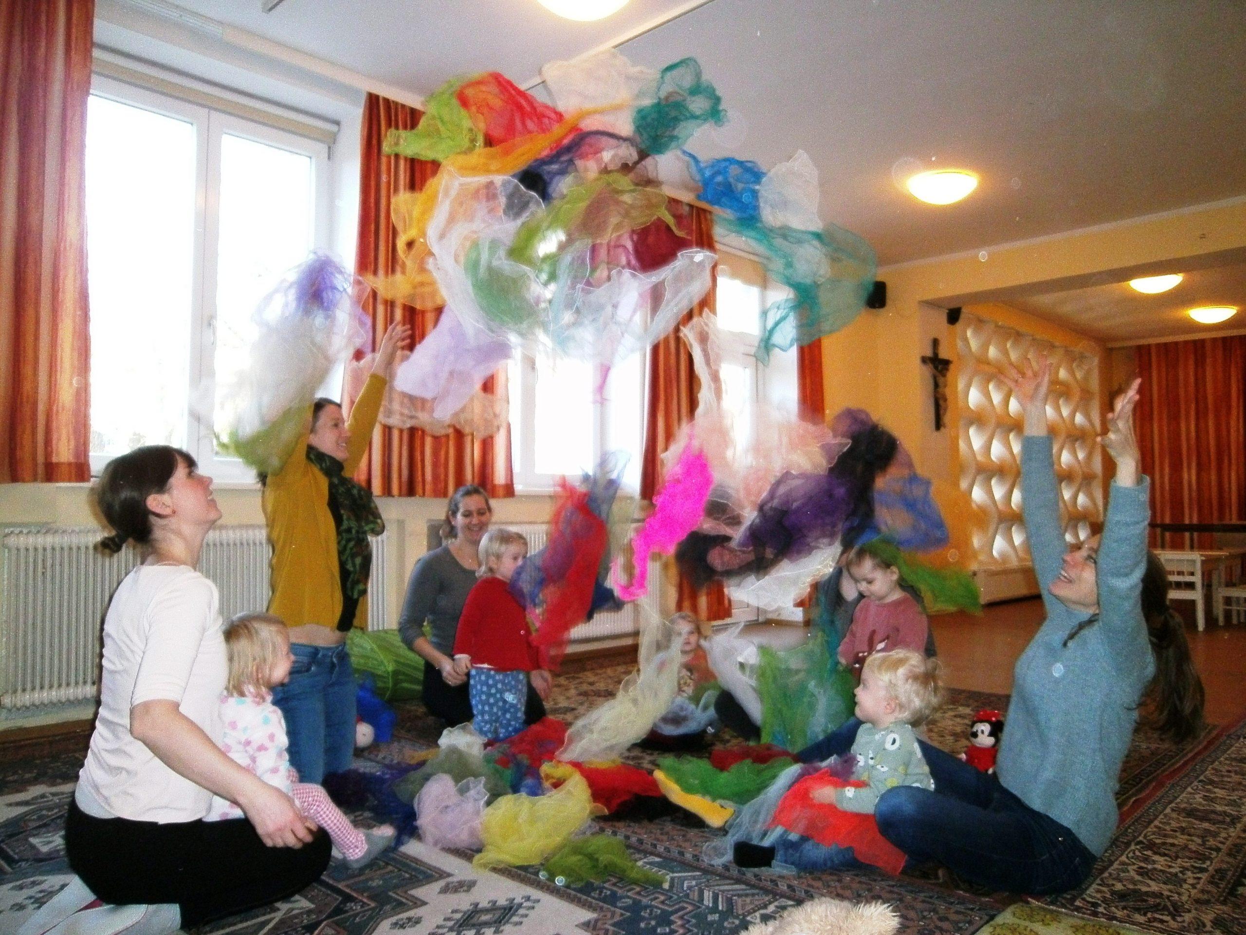 Mit einem Tücherfeuerwerk startete die ELKI-Runde ins neue Jahr!