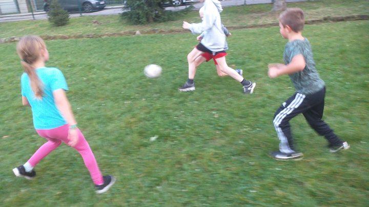 Jonglier- und Tischtennistreff und Fußball für klein und groß ist endlich in den Herbst gestartet.