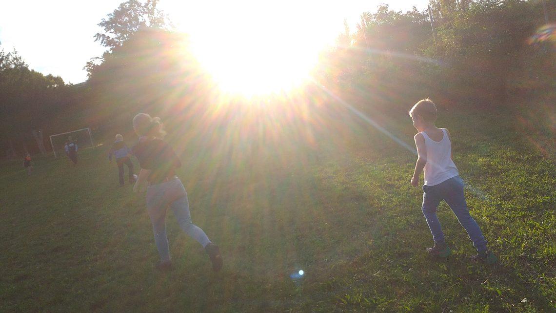 Fussball spielen für jung und jünger!
